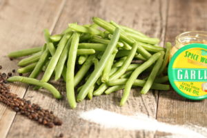 raw green beans with salt and pepper